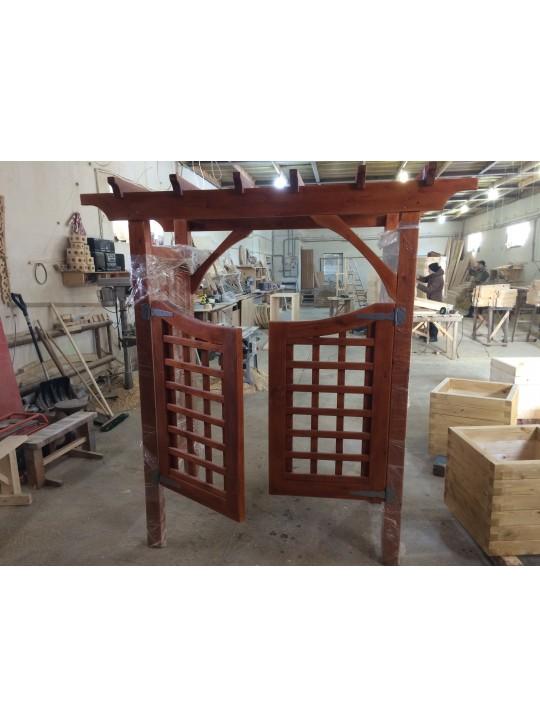 Ворота из дерева с навесом